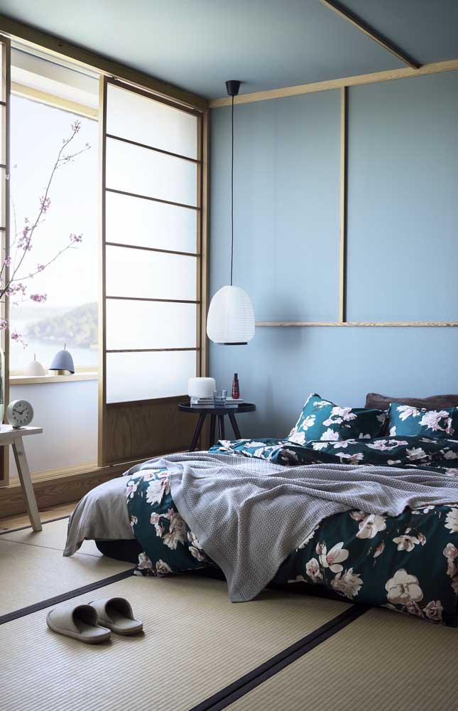 O quarto de estilo oriental apostou nos tons de azul para evidenciar o clima de serenidade e relaxamento
