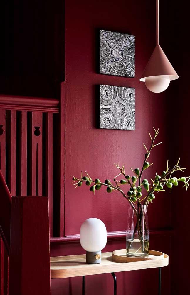 Um hall de entrada vermelho, intimista e sexy!