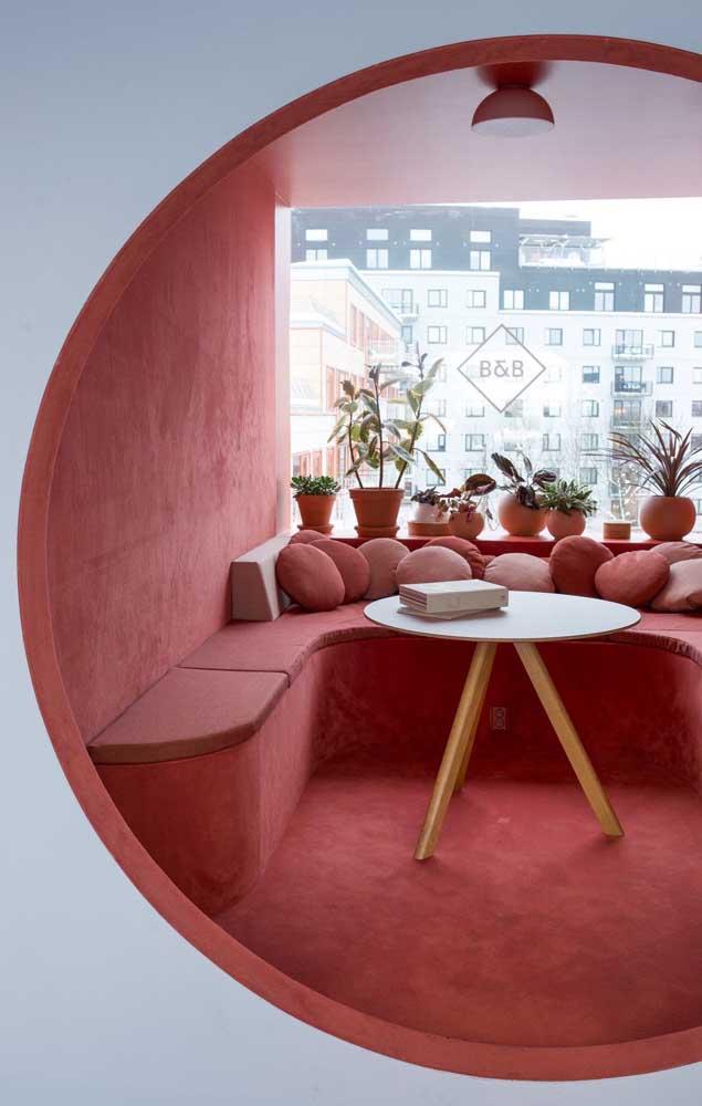 Um pequeno e conceitual ambiente da casa destacado em vermelho