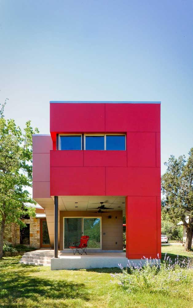 Uma fachada vermelha que não passa despercebida