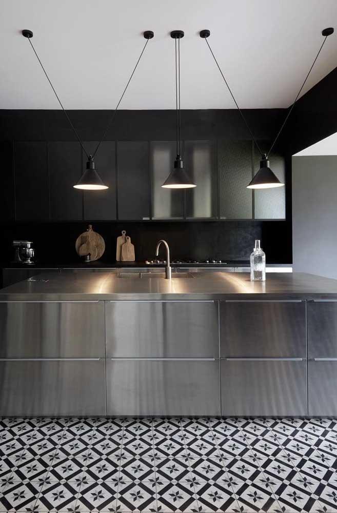 Bancada e armários de inox para a cozinha moderna