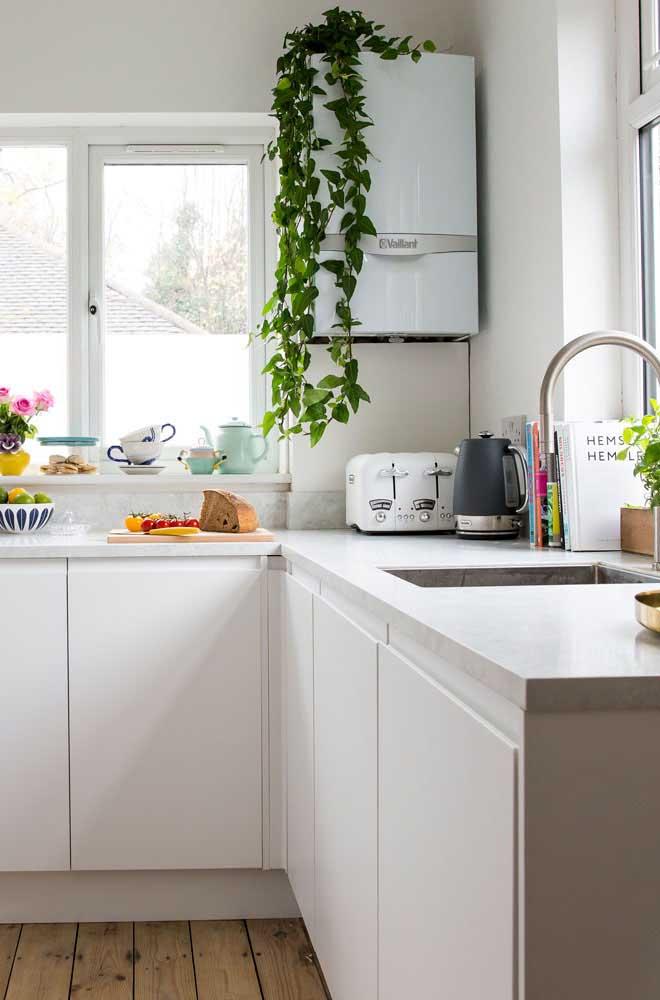 Já quem prefere algo mais delicado e clean pode ficar com a referência dessa imagem: bancada de granito branco