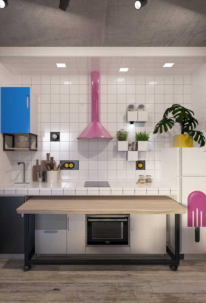 Bancada de azulejo branco para a cozinha de influência retrô