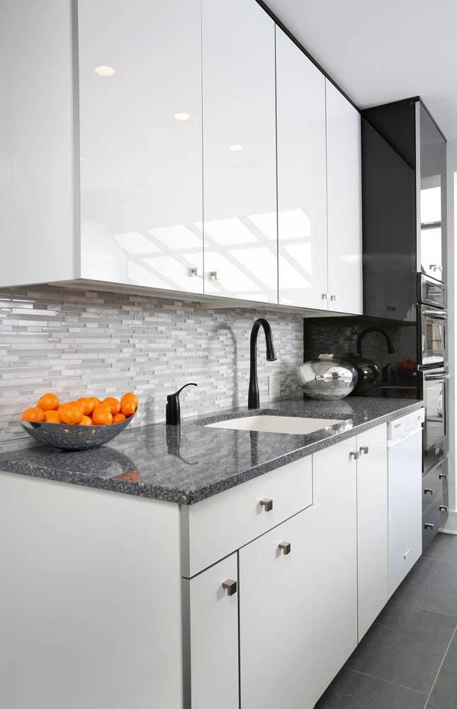 Granito cinza: uma das melhores opções de pedra para bancada da cozinha