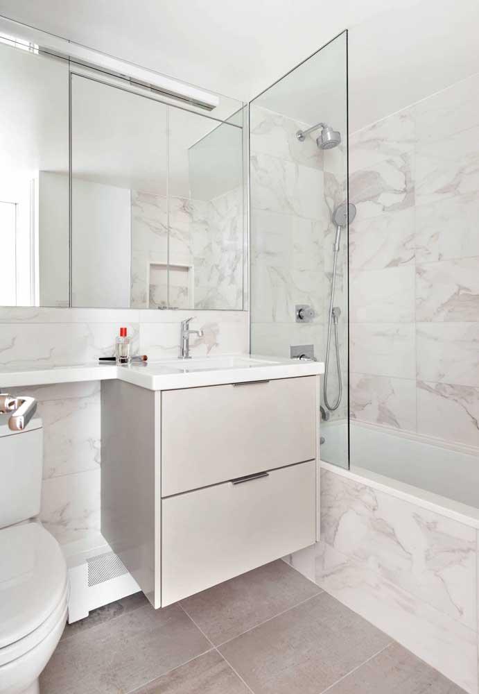 Pequeno, simples, mas sem deixar de ser bonito e funcional, ou seja, um banheiro para se inspirar