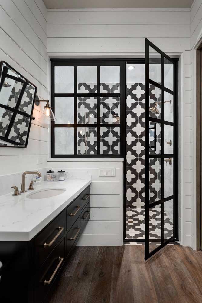 Mais uma linda inspiração de banheiro preto e branco: note que não é preciso muitas coisas no ambiente para deixá-lo bem decorado