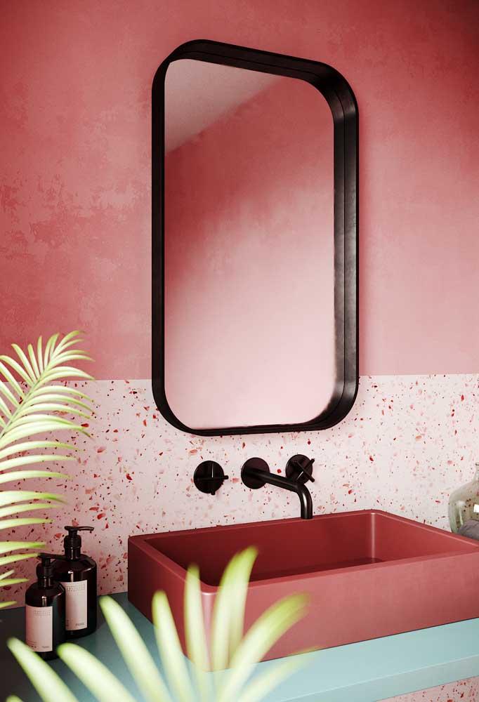 A combinação entre rosa e verde é perfeita para criar um banheiro decorado aconchegante e original; destaque para o granilite na parede