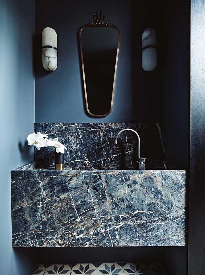 Mas se você quer aquele algo a mais no seu banheiro, experimente usar uma cuba esculpida sob medida toda feita em mármore
