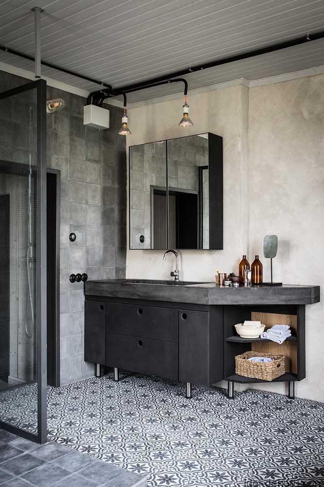 Já nesse outro banheiro é o estilo industrial que dita as regras da decor