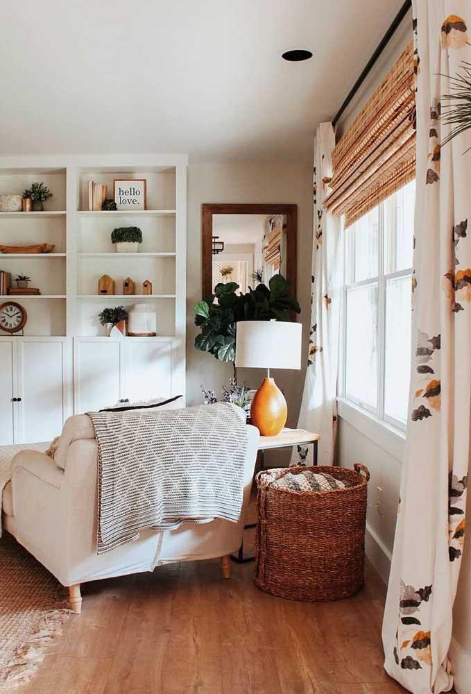 Persiana romana e cortina de pano: uma combinação que garante estilo e funcionalidade à sala