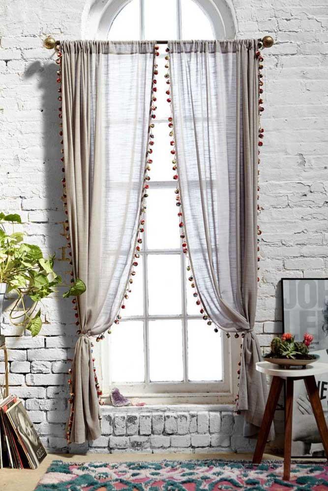 Uma cortina cheia de personalidade para a sala de decoração arrojada