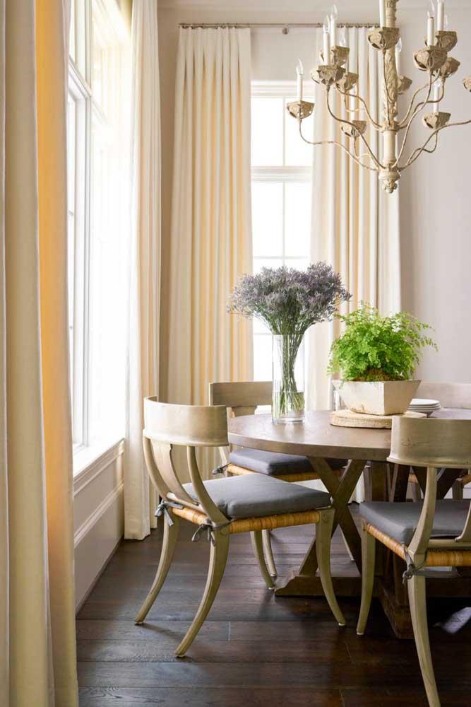 Cortina para sala em tom de Off White: decoração clássica e elegante