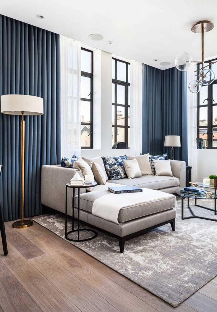 Você já deve saber que o azul é o novo preto da decoração, ou seja, a neutralidade que a cor oferece permite que ela seja usada em grandes extensões, como cortinas