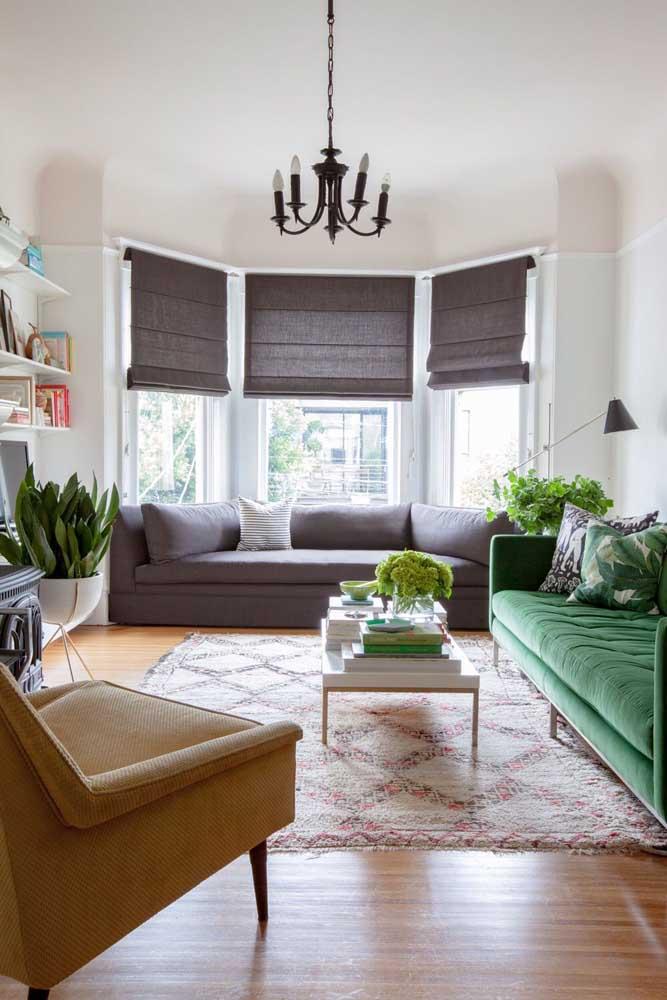 Na dúvida, combine a cor da cortina com a cor do estofado ou do tapete