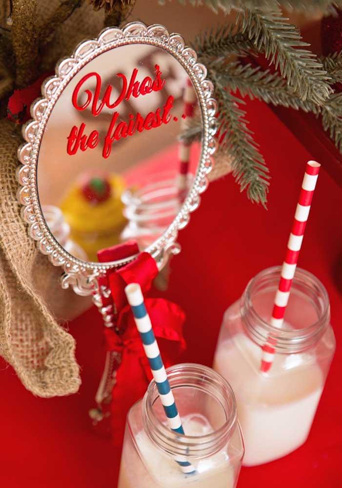 O que acha de se inspirar no espelho mágico para servir as bebidas da Branca de Neve festa?