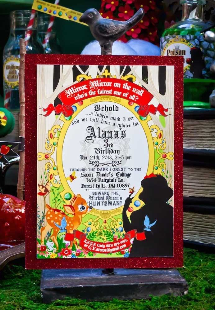 Na decoração Branca de Neve aposte em um quadro com todas as informações para receber seus convidados.
