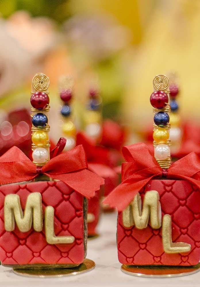 Usando a criatividade você consegue pensar em itens luxuosos para personalizar a festa Branca de Neve.