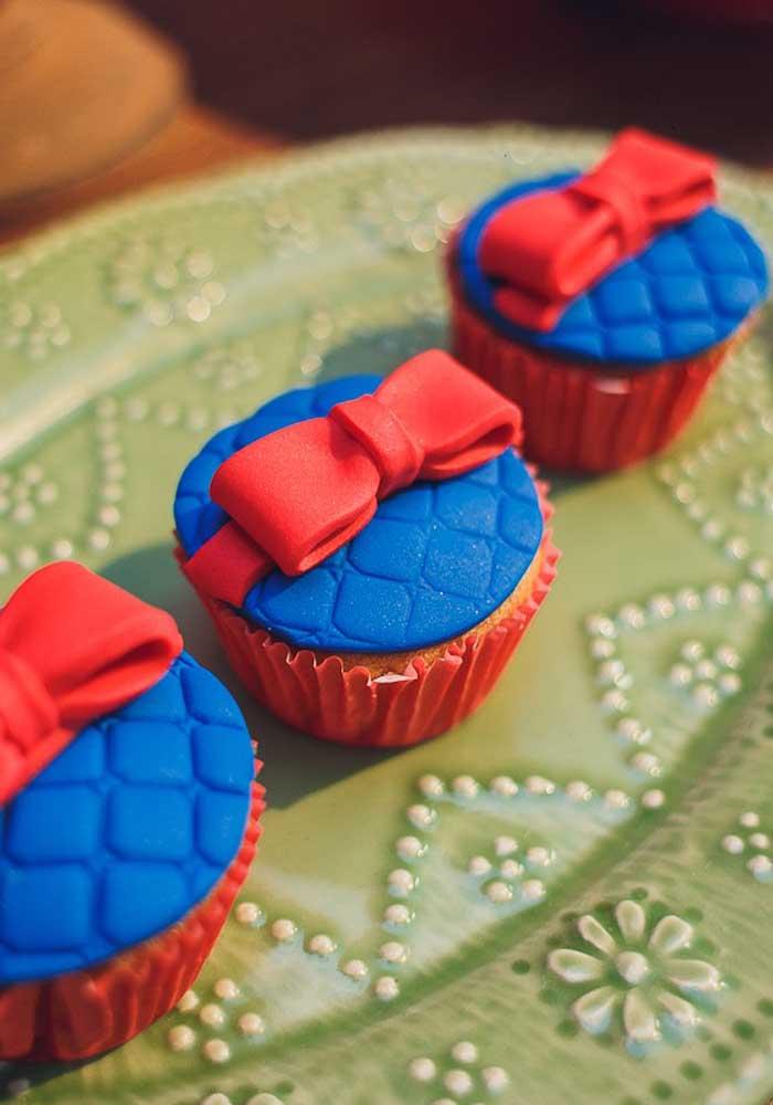 Que tal apostar em cupcakes inspirados na tiara da Branca de Neve?