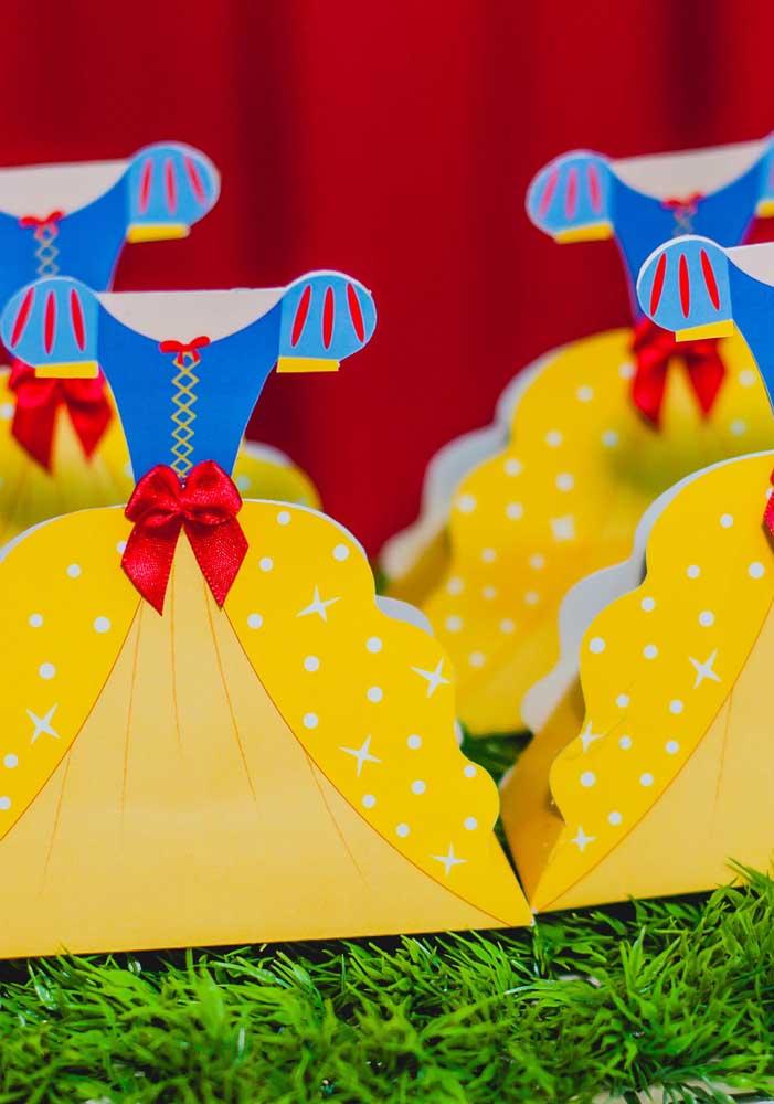 Escolha alguns itens para decorar a festa Branca de Neve inspirado no vestido dela.