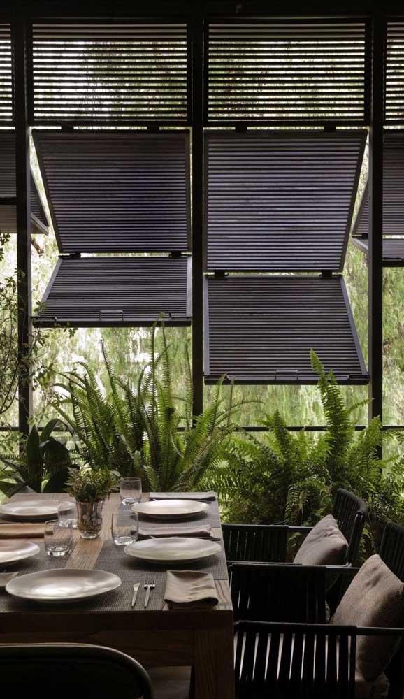 Grade móvel com abertura pivotante para a casa de arquitetura moderna