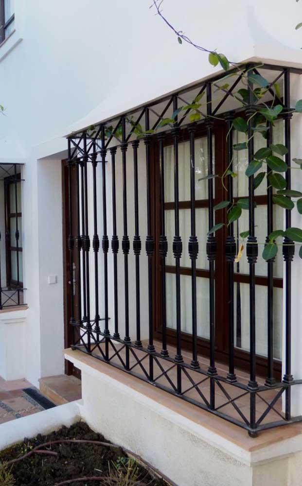 Grade de ferro para janela em estilo clássico