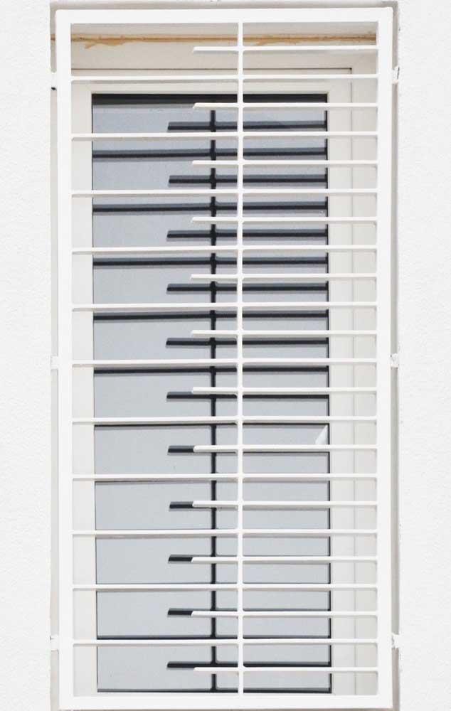 Um formato moderno para a pequena grade de ferro na janela