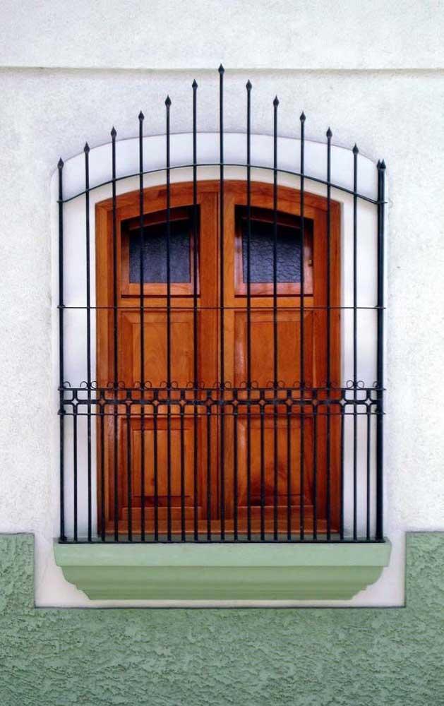As grades para janela podem ser instaladas de dois modos: por dentro ou por fora, tudo vai depender do tipo de abertura da janela