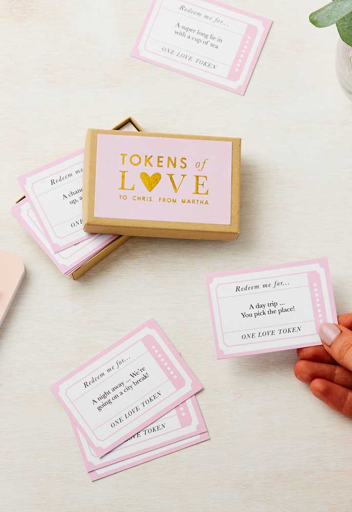 Quer ter um dia dos namorados engraçado? Prepare uma caixinha com opções surpresas.
