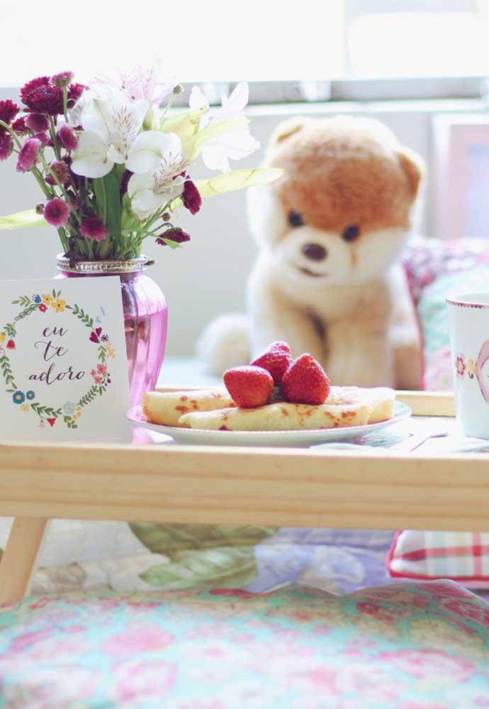 Que tal servir café da manhã na cama para o seu namorado?