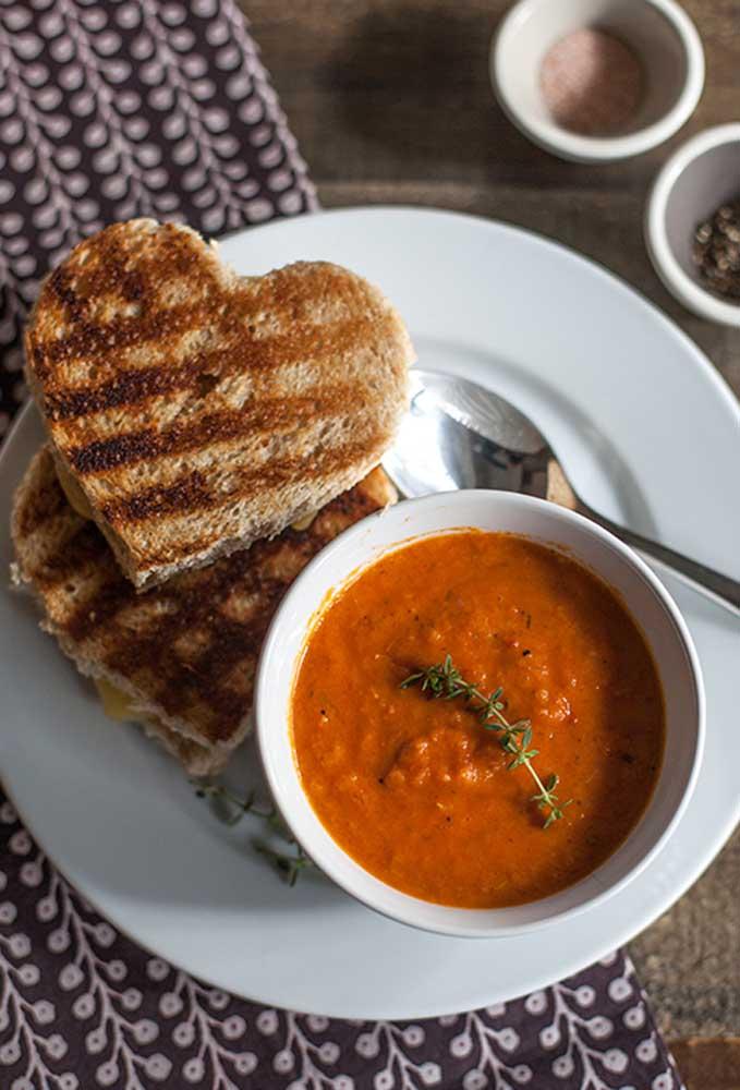 Que tal preparar uma sopinha quentinha para servir no dia dos namorados?