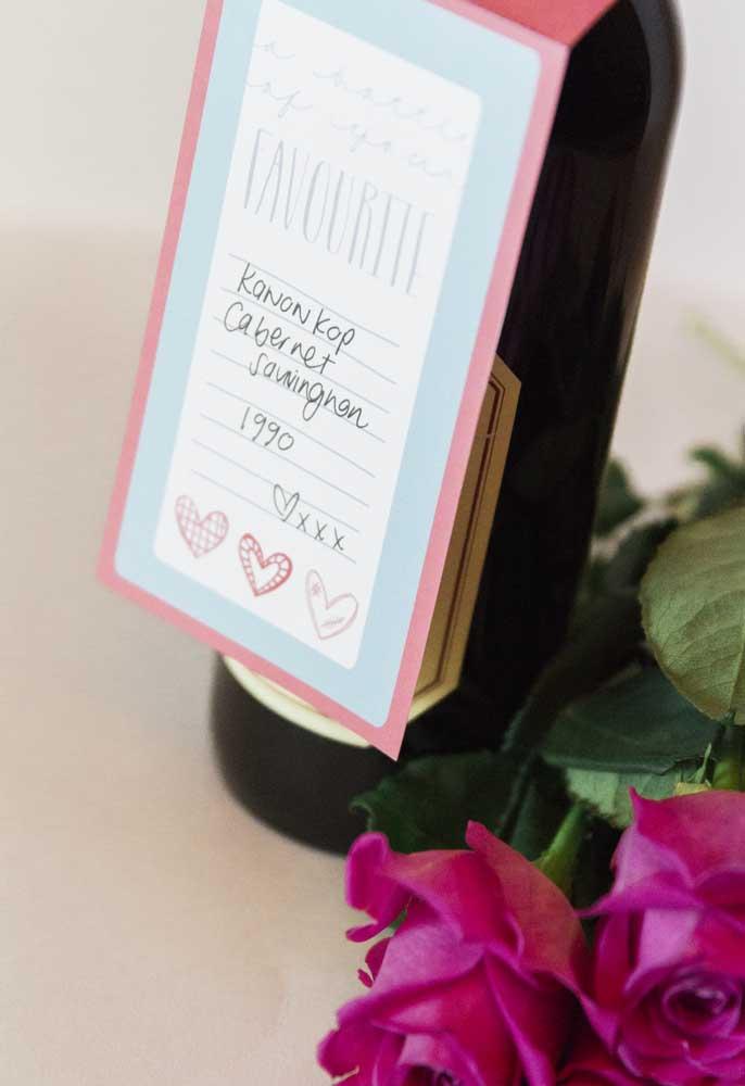 Que tal fazer uma surpresa dia dos namorados presenteando seu amor com uma garrafa de vinho?