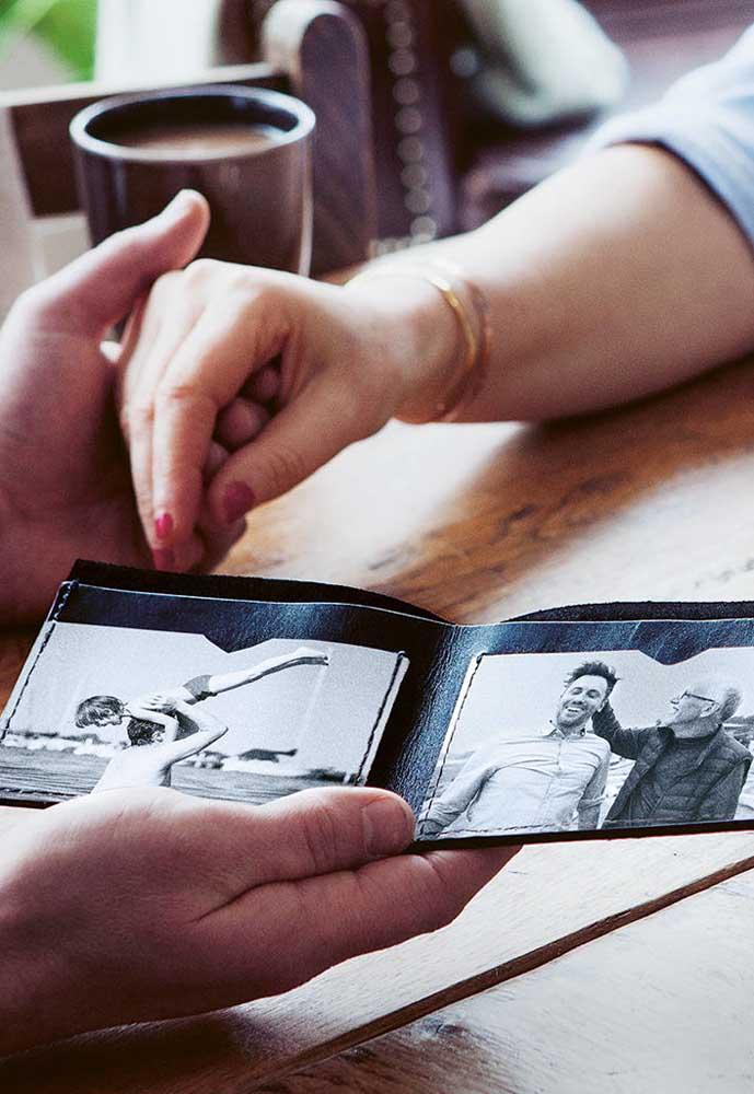 Que tal fazer um cartão com as fotos mais importantes de vocês?