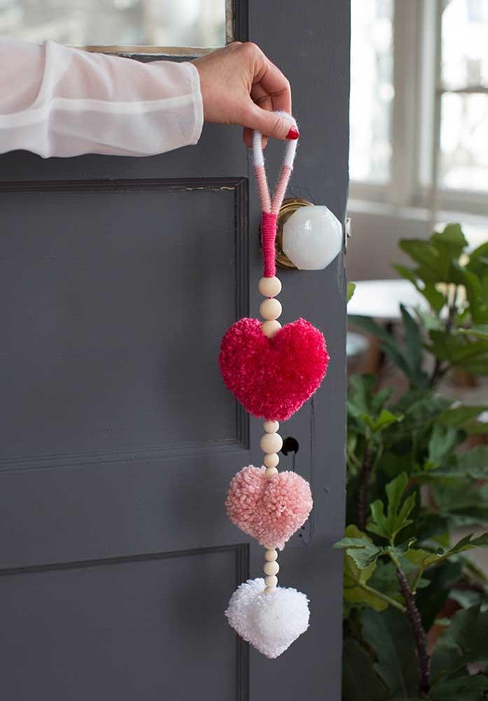 Que tal presentear o seu amor com um item para colocar na porta de casa?