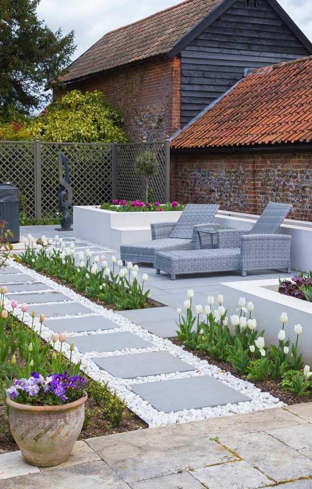 Dolomitas brancas para combinar com as belas tulipas