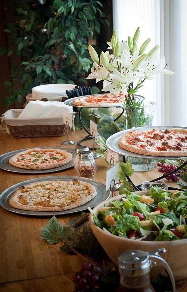 Buffet de pizzas para uma festa de noivado simples, uma boa dica para os noivos mais irreverentes