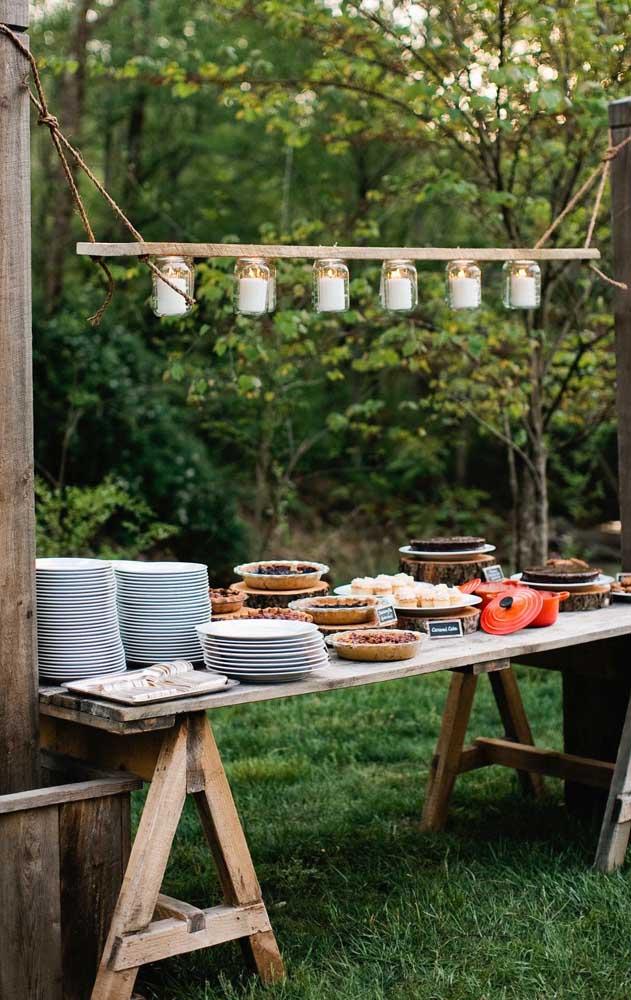 Linda dica de como preparar um almoço de noivado simples; o evento ao ar livre fica ainda mais especial