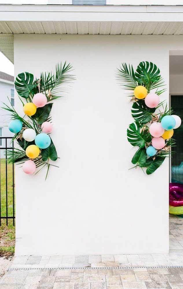Decoração simples e tropical para essa outra festa de noivado