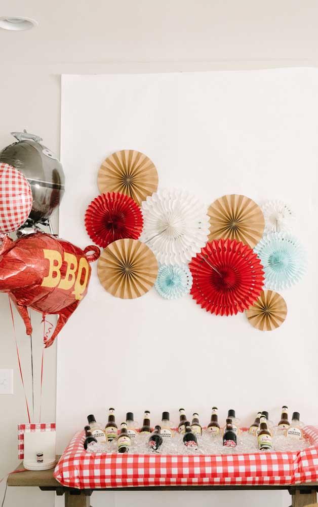 Enfeites de papel são bonitos e baratos! Lembre-se deles na hora de decorar a festa de noivado simples