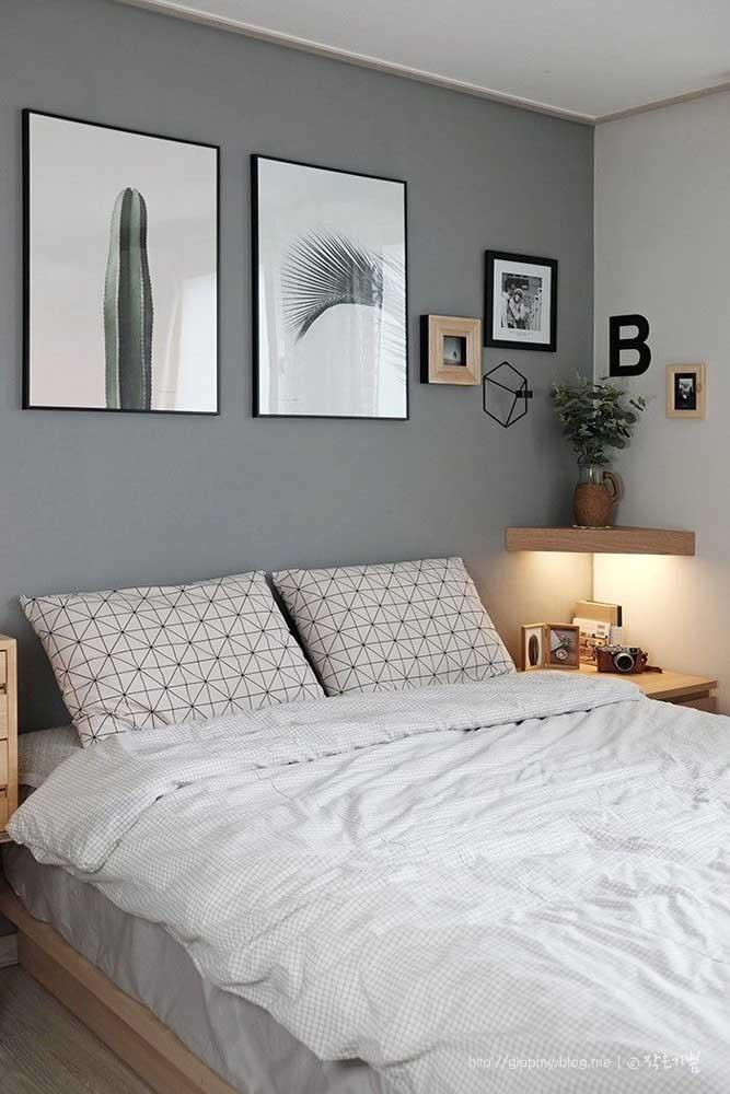 Prateleiras de canto para o quarto valorizadas pela presença da fita de LED instalada sob ela