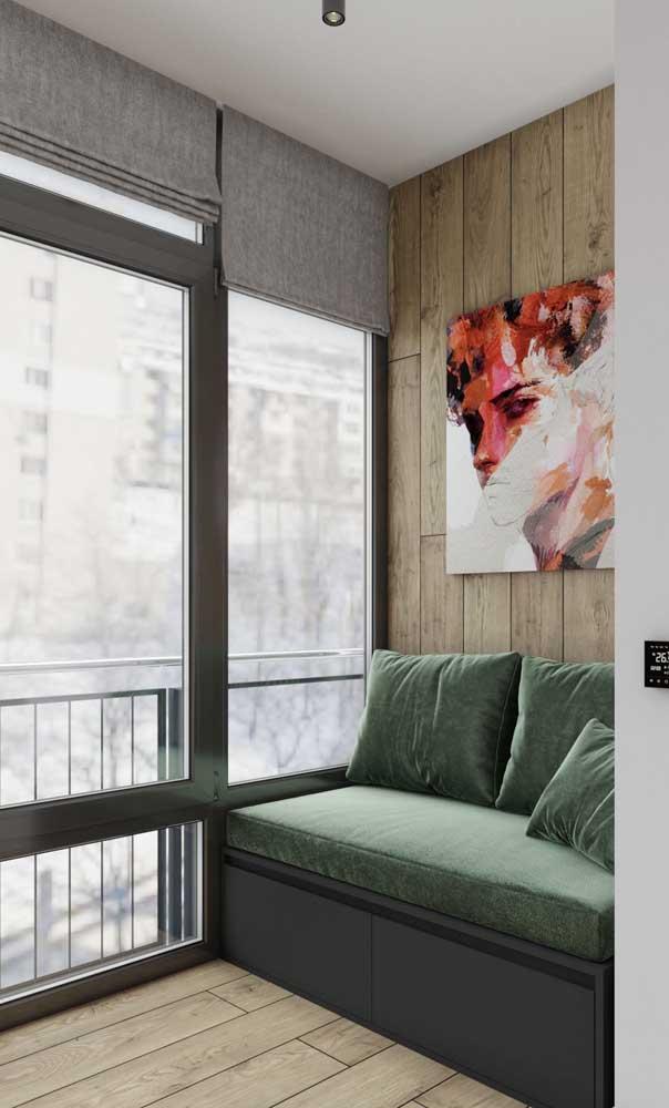 Que tal montar a sala de estar na sacada de vidro?