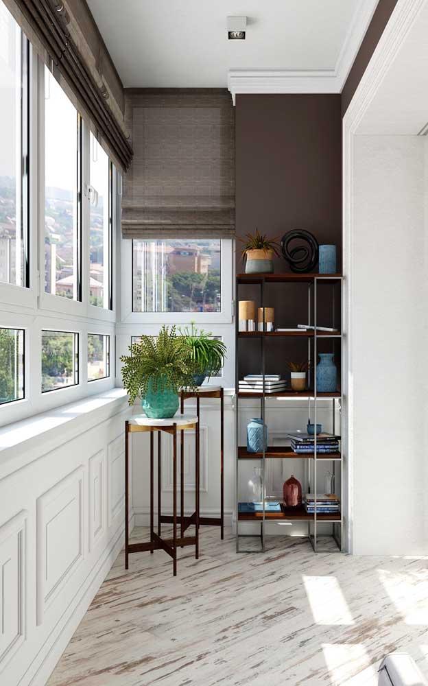 Com a sacada de vidro é possível até caprichar mais na escolha do piso, uma vez que ele não estará exposto à chuva