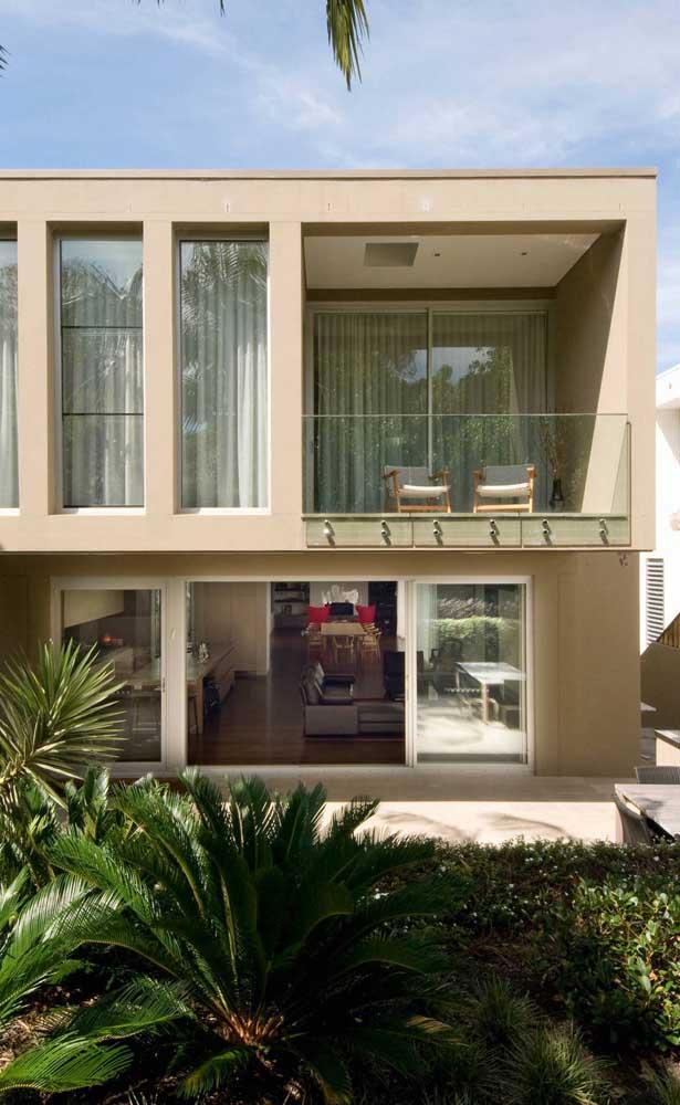 Sacada de vidro para casa, afinal não é só em apartamento que o recurso pode ser utilizado