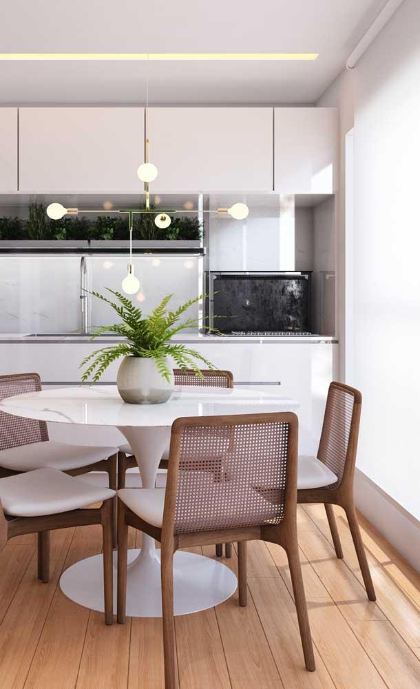 Essa sacada de vidro de apartamento se transformou em cozinha
