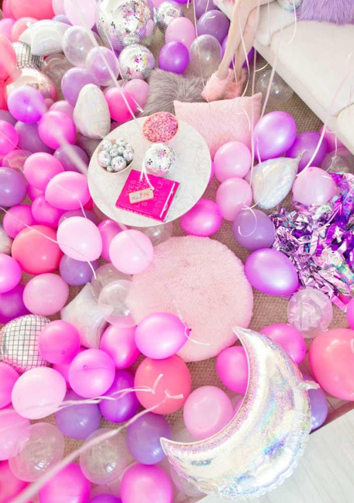 Encha a casa de balões coloridos para comemorar o dia dos namorados.