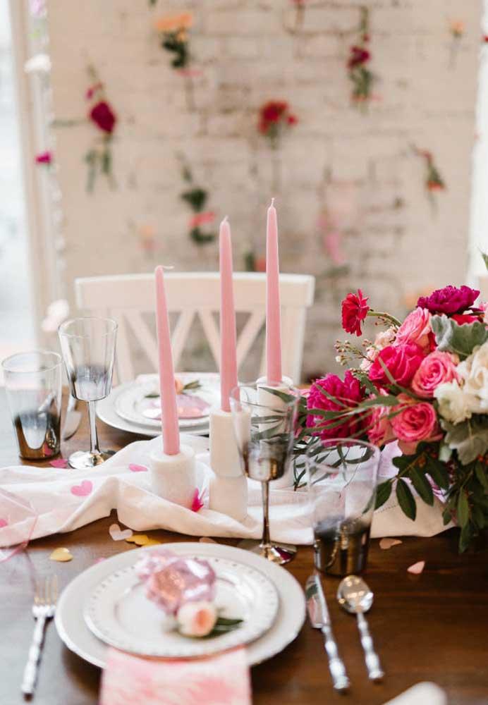 O jantar à luz de velas é uma surpresa que agrada qualquer um.
