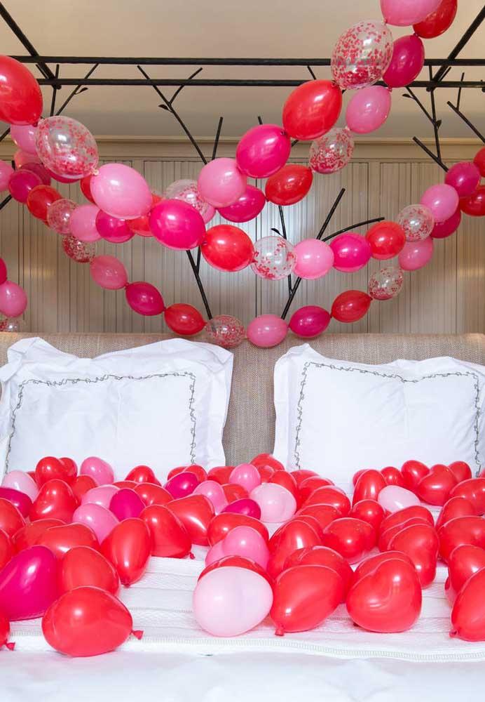 Que tal encher o quarto de balões romântico para fazer uma surpresa no dia dos namorados.