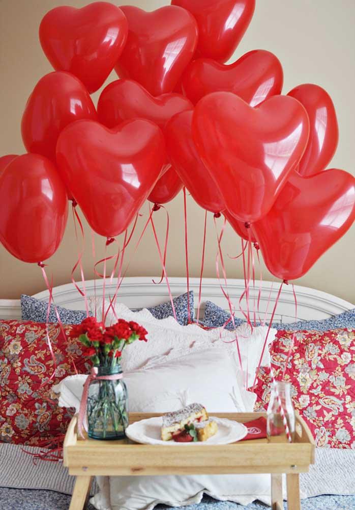 Sirva o café da manhã na cama, mas capriche na decoração para fazer uma bela surpresa no dia dos namorados.