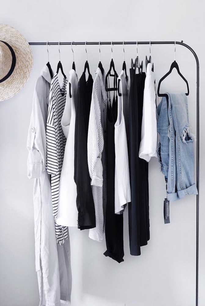 O armário cápsula minimalista é o preferido entre as mulheres.