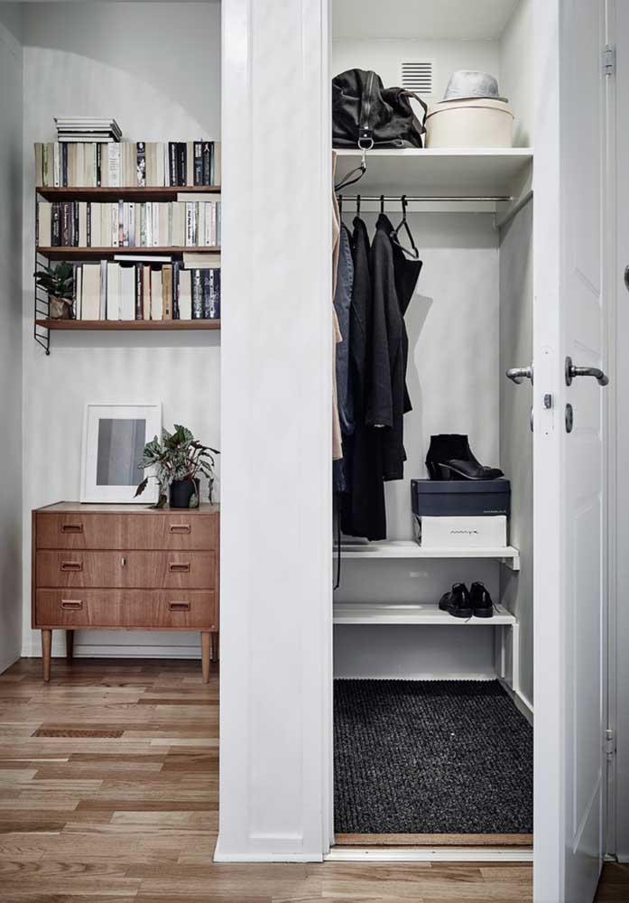 Um cantinho da casa pode ser o lugar para você colocar o armário cápsula.
