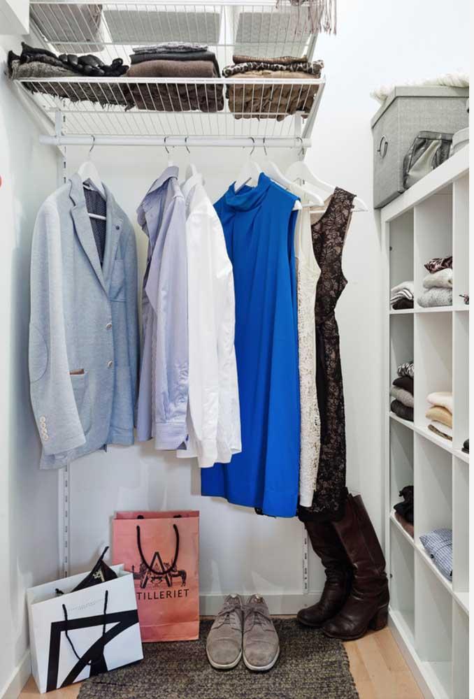 Quando estiver escolhendo as peças do armário cápsula, procure fazer combinações.